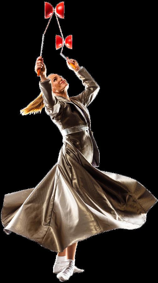 Artistin dreht sich und jongliert Diabolos